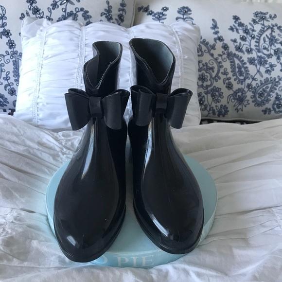 Shoes - Cute rain boots